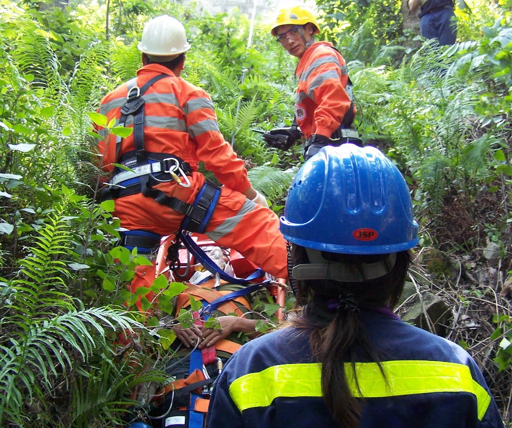 Jinfeng_Evacuation_Staff_Preparing_Patient_in_Forest
